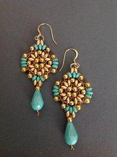 Orecchini pendenti oro/ turchese con goccia
