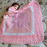 Coperta da carrozzina rosa fatta a mano, coperta neonata ad uncinetto, coperta bebè rosa variegata, pronta consegna
