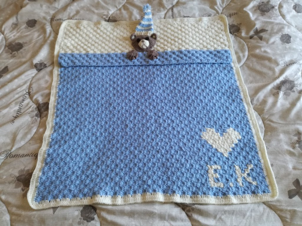 Coperta neonato fatta a mano con cuore e  gli iniziali, Coperta con orsetto e iniziali fatta ad uncinetto, coperta da carrozzina personalizzata