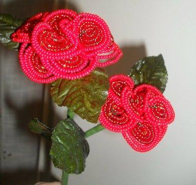 stelo con doppia rosa di perline color rosso