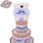 Torta di pannolini bambino con orsetto in pannolenci