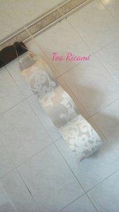 Porta rotoli cartaigienica in beige e bianco