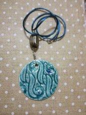 Ciondolo azzurro in ceramica