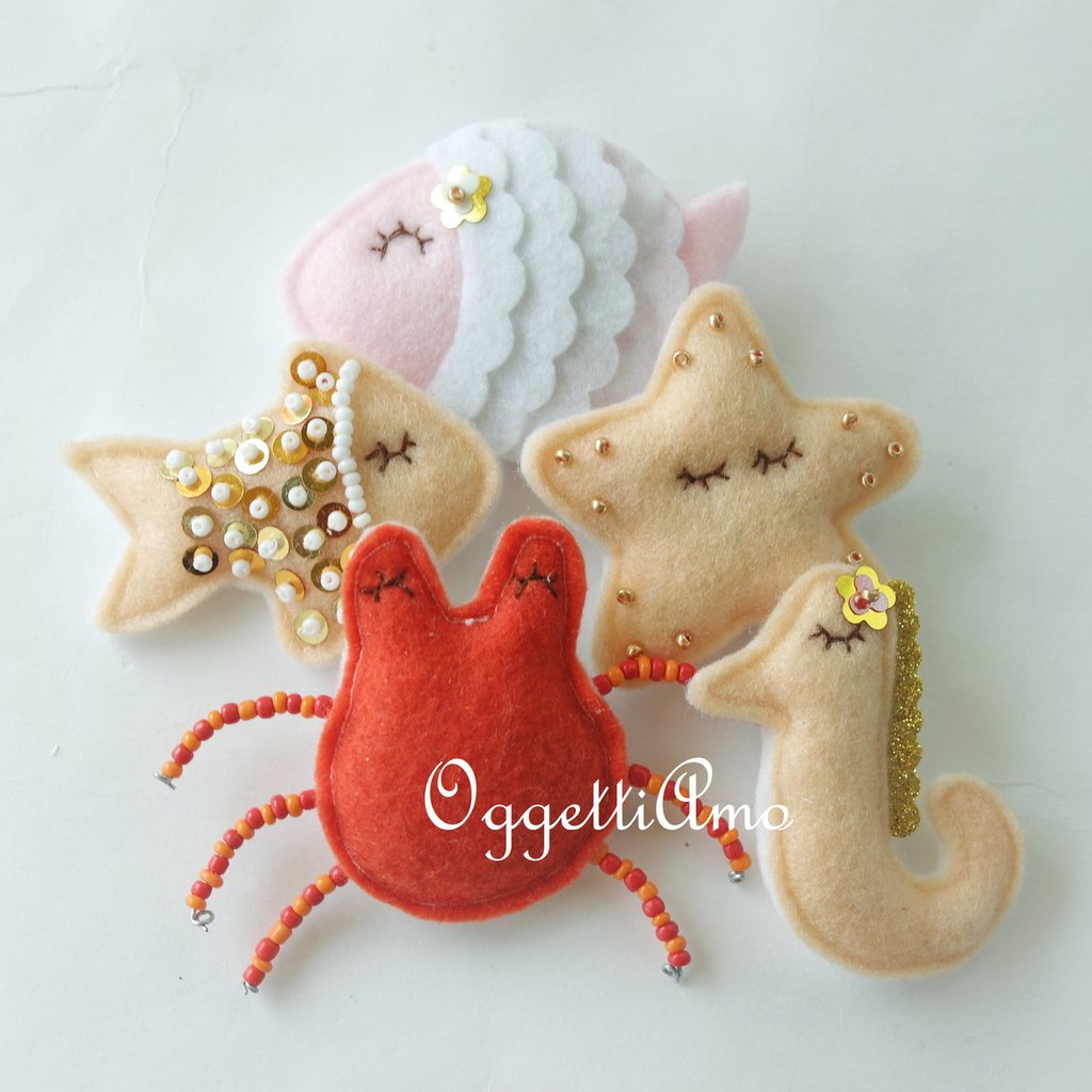 Un'idea regalo, un gadget o una bomboniera: la calamita a tema mare con stelle marine, granchi, pesci e cavallucci marini arreda e colora