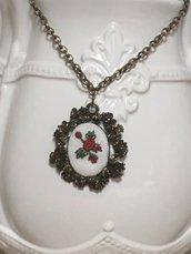 Collana con cameo ricamato a mano, cameo con rose, collana bronzo