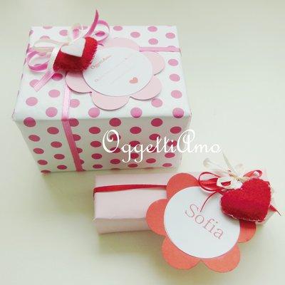 Set di 5 decorazioni per regali in feltro: i cuori per abbellire i vostri pacchetti regalo!