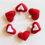 170 cuori in feltro rosso e bianco per decorare le bomboniere del matrimonio