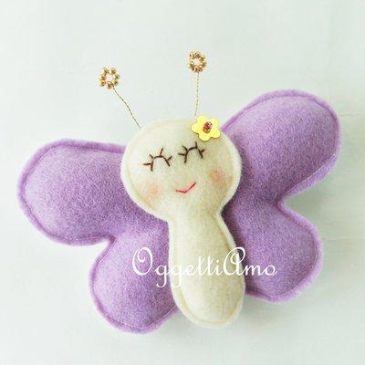 Una farfalla in feltro come calamita: una bomboniera originale per il suo battesimo!