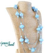 Collana lunga con perle in resina azzurro/lavanda