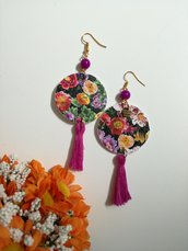Orecchini di carta pendenti con ciondolo floreale e perlina viola