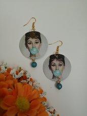 """Haudrey Hepburn """"Tiffany"""" orecchini di carta pendenti con perla di pietra dura azzurra"""