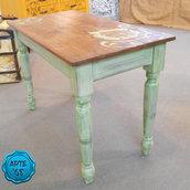Tavolo in legno restaurato a mano