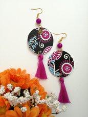 Orecchini di carta pendenti con perla viola e fantasia floreale