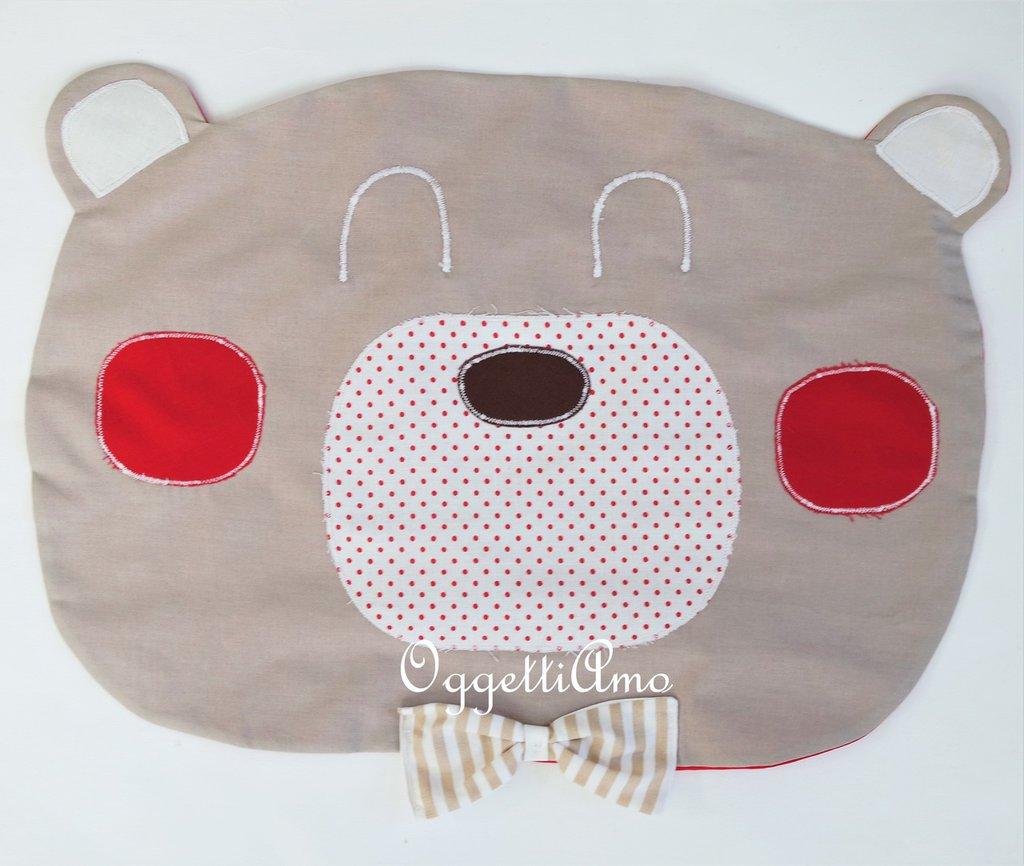 Una tovaglietta a sagoma di orso molto 'elegante' come idea regalo o parte di un coordinato personalizzato