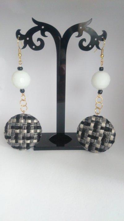 Orecchini con bottoni di stoffa