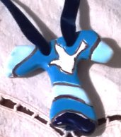 2° Piccolo tao a forma di croce di ceramica ciondolo o bomboniera cresima bianca celeste e blu