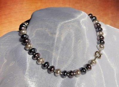 Collana a girocollo in perle nelle varie tonalità di grigio (GC43)
