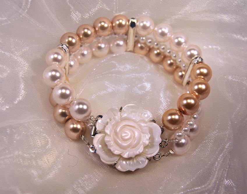 Bracciale in perle color bianco e champagne e chiusura con fiore in madreperla (BR01)