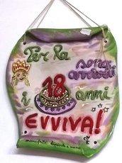 Pergamena di ceramica commemorativa per il 18° compleanno per una ragazza con elementi in rilievo