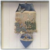 Fiocco nascita casa in cotone ecrù e velluto di lino blu avio con farfalla,roselline e cuore imbottito