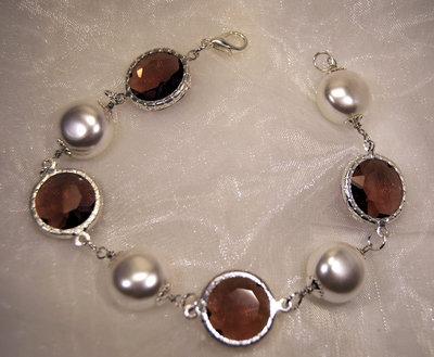 Bracciale con perle a pastiglia e cristalli fumè (BR25)