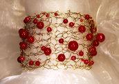 Bracciale a fascia lavorato a maglia con perle in resina color rosso (BR22/23)