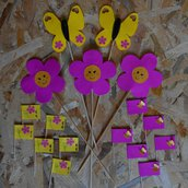 Festa a tema natura di primavera: decorazioni fatte a mano per la tavola, con fiori e farfalle di carta
