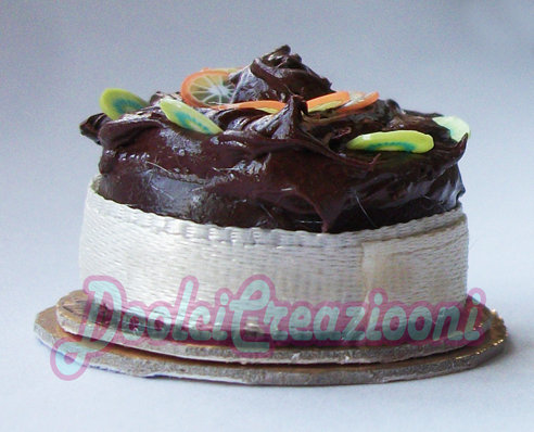 Mini Torta cioccolatosa con fettine di kiwi e arance