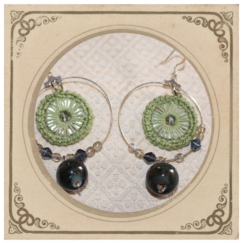 orecchini ad anello fatti all'uncinetto ispirati al flamenco