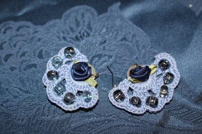 orecchini pendenti fatti all'uncinetto