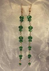 Orecchini lunghi dorati con cristalli verde peridot (OR09)