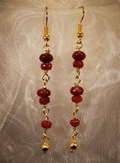 Orecchini placcati oro con radice di rubino (OR16)