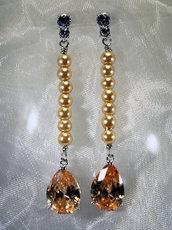 """Orecchini lunghi stile """"vintage"""" con perle e cubic zirconia color topazio (OR19)"""