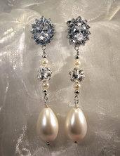 Orecchini pendenti con cubic zirconia e perle a goccia (OR33)