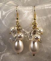 Orecchini a grappolo con perle e cristalli (OR32)