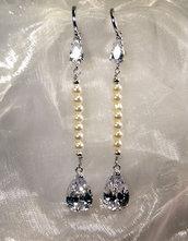 """Orecchini lunghi stile """"vintage"""" con perle e cubic zirconia (OR34)"""