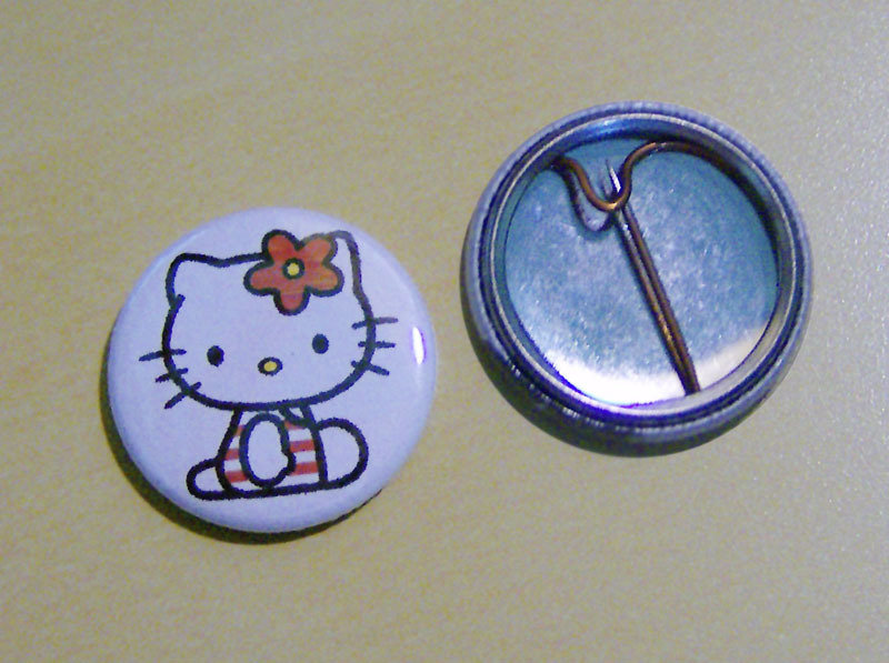 HELLO KITTY pins 25mm diametro