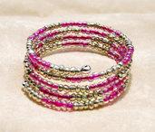 Bracciale a fascia in memory wire con perline in vetro color rosa e argento (BR56)