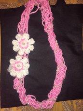 Collana uncinetto in lana rosa
