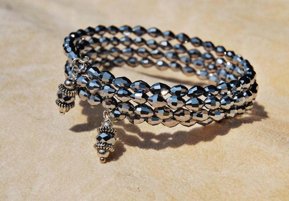 Bracciale a più giri in memory wire e perline ovali in cristallo grigio ematite (BR89)