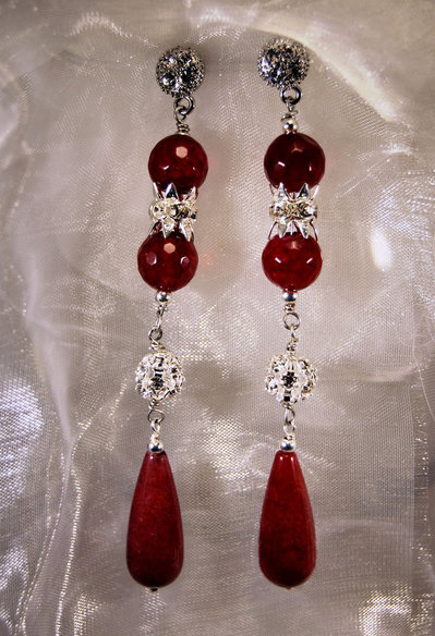 Orecchini lunghi con agata rossa ed elementi in strass (OR21)