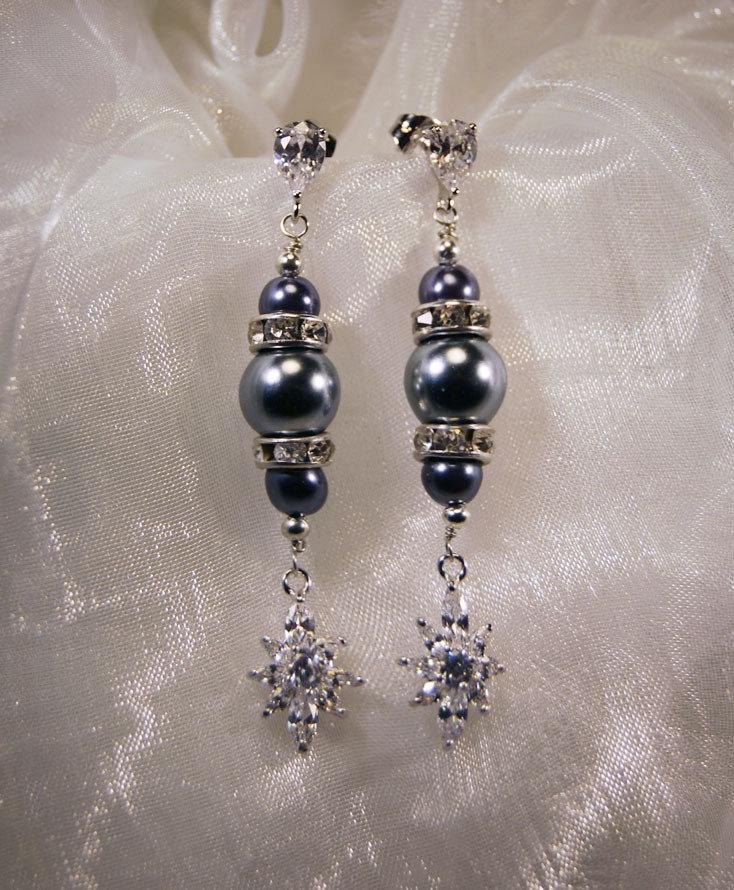Orecchini a perno con cubic zirconia e perle grigie (OR22)