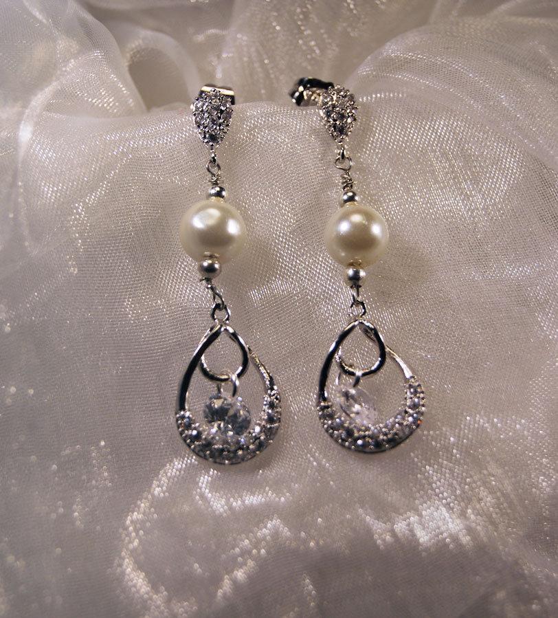 Orecchini a perno con cubic zirconia e perla bianca (OR23)