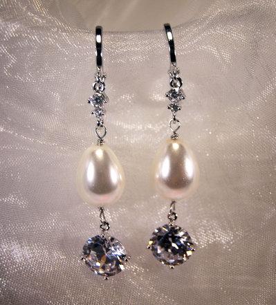 Orecchini con perla a goccia e Cubic Zirconia (OR55)