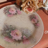 Piatto in vetro decorato con découpage e craklè  delicato ed elegante