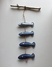 Pesci in jeans appesi con campanella chiama-angeli