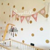 Bandierine rosa e beige per la cameretta di Amelia: una decorazione originale e colorata per arredare la sua stanza!