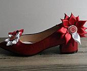 Ballerina con tacco in rosso metallizzato e fiore Kanzashi