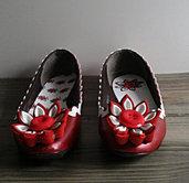 Ballerine in rosso metallizzato decorate con fiore Kanzashi