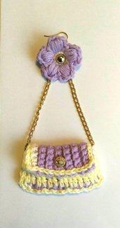 Regala per la festa della Mamma Orecchini realizzati ad uncinetto borsetta a tracolla e fiorellino